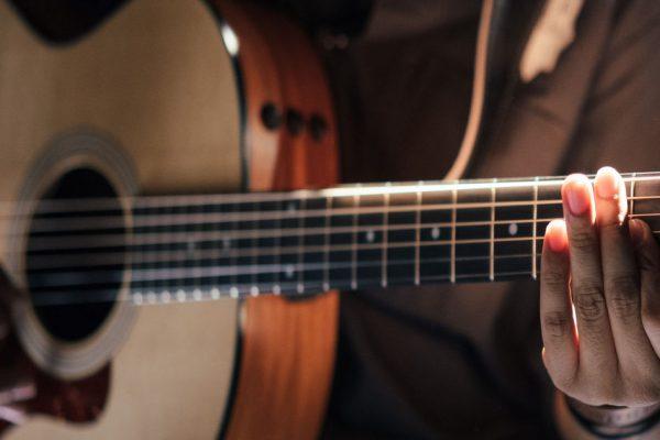 Choosing an acoustic guitar