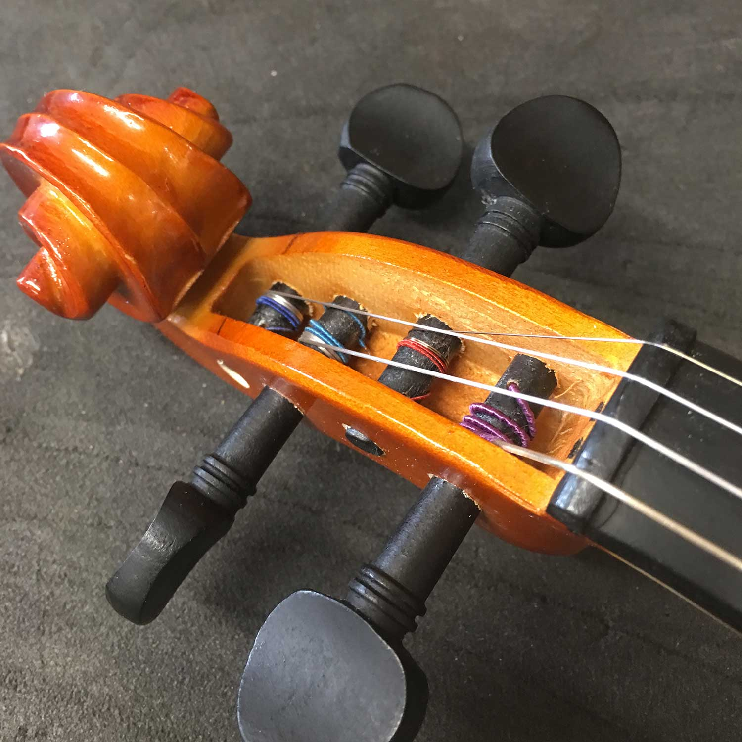 Cheap Violin - Badly Fitted Pegs & Cheap Wood